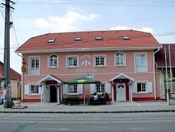 Hotel a Restaurant TWINS Hurbanovo