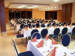 Reštaurácia - Horský hotel a chatová osada Lomy Horná Ves