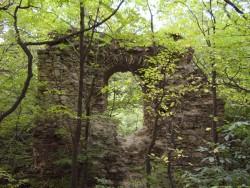 Zrúcanina hradu Biely Kameň Svätý Jur