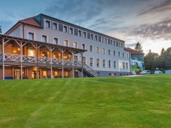 Hotel POD LIPOU RESORT Modra