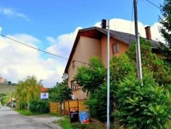 Farebný Penzión Krásnohorské Podhradie