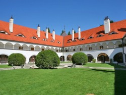 Hotel ZAMOK Topoľčianky (Kleintopoltschan)