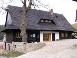 Jánošíkov dvor - Drevenica u Aničky Zázrivá
