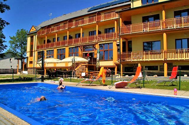 Letný pobyt vo Vysokých Tatrách s vonkajším bazénom, saunami a vírivkou #1