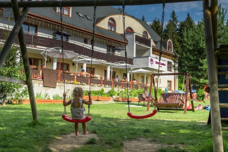 Letný pobyt v Hoteli Garden s polpenziou, vonkajším bazénom a dieťaťom zdarma #1