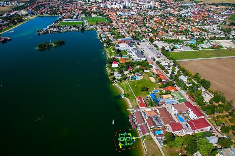 Letný balík pri Slnečných jazerách so vstupom do bazénov a wellness #16