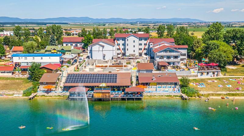 Letný balík pri Slnečných jazerách so vstupom do bazénov a wellness #7