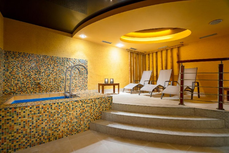 Stay over a week with a thermal pool and unlimited wellness #7