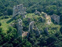 Oponický hrad Oponice