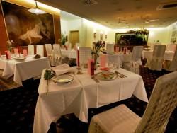 Reštaurácia Hotel HUBERT**** Vital Resort + Reštaurácia U TINKERA Gerlachov VT