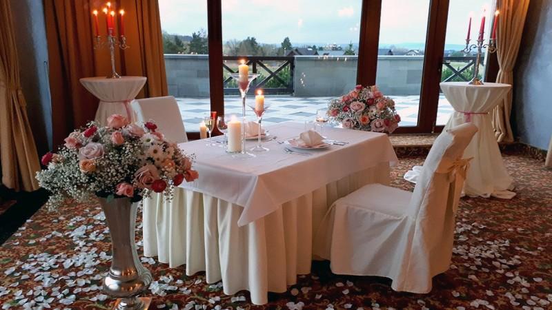 Romantický wellness pobyt v Tatrách s masážou a 5-chodovou večerou pri sviečkach #1