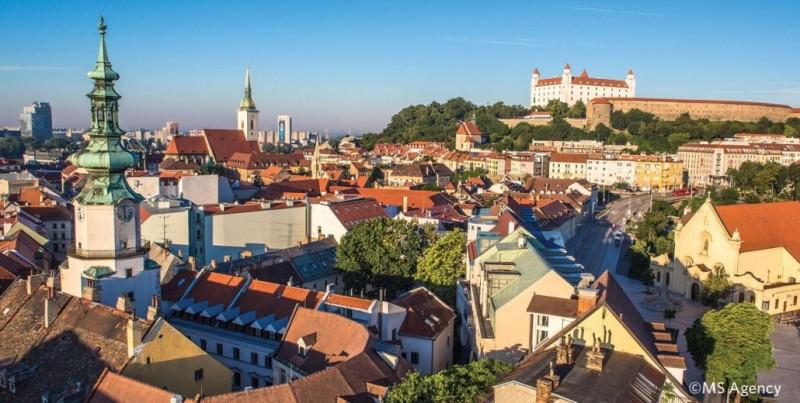 Objavte Bratislavu - Pobyt pre dvoch so vstupom do bazénu #1