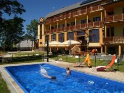 Letný pobyt vo Vysokých Tatrách s vonkajším bazénom, saunami a vírivkou Štôla