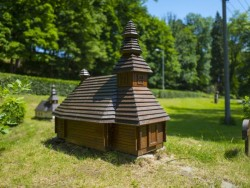 Miniatúry drevených kostolíkov Ulič