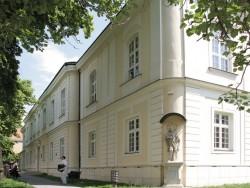 Historická budova Lekárskej fakulty Trnava