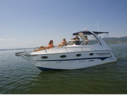 Vyhliadkové plavby motorovou jachtou na Zemplínskej Šírave Vinné