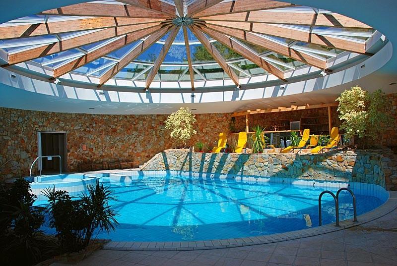 Víkendový pobyt s bazénom a masážou #4