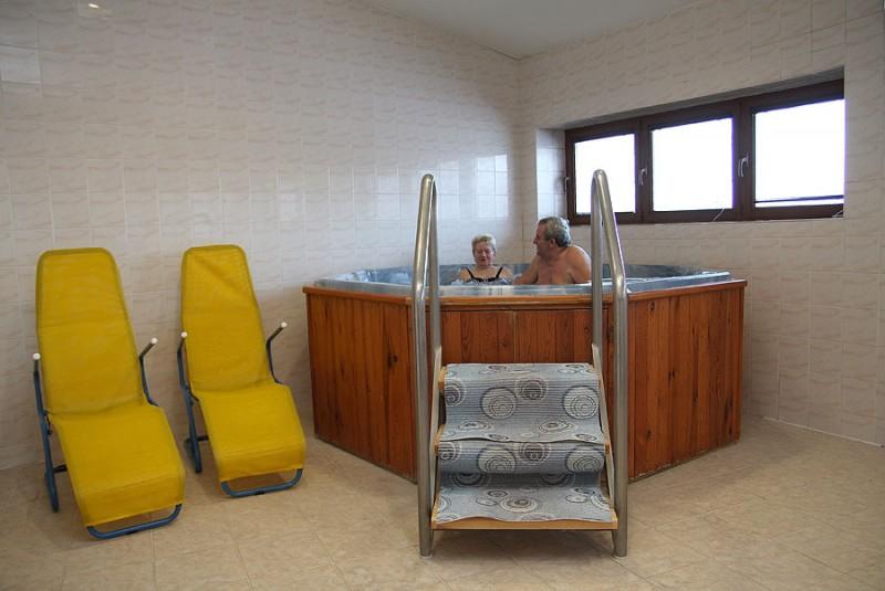 Víkendový pobyt s bazénom a masážou #16