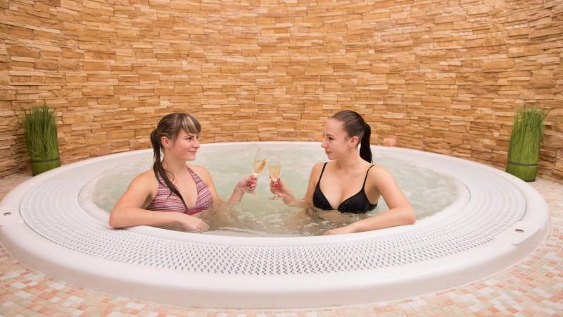 Wellness pobyt s termálnymi bazénmi a masážou #1